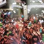 ノング インレイ - 3回目2013年1月12日 「ミャンマーの憧憬」 お金持ちがお布施で札束をバラまいている。