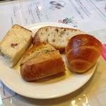 16787395 - 食べ放題のパン