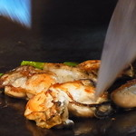16787525 - プリプリの牡蠣バター調理中