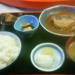 お食事処 松葉家 - さば味噌煮定食650円。