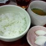 16787761 - 餃子定食のご飯・スープ・漬け物