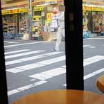 CAFE EURO - 店内からの景色はいかにもアキバです(*´д`*)
