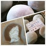 壷屋  - そごう呉店、わが町物産展にて「カフェオレ大福」生クリームの所が美味しい。 (130112)