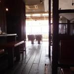 キリン堂  - 海から日光が差し込む店内