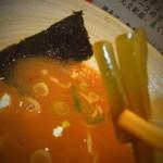 どさん粉 麺や 凡 - 正油ラーメンセット 700円の正油ラーメンの茎ワカメ 【 2013年1月 】