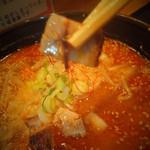 どさん粉 麺や 凡 - 辛みそラーメン 630円の角切りチャーシュー  【 2013年1月 】