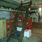 16799292 - 階段を降りるとたくさんのお酒に迎えられます♪