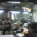 和レー屋 南船場ゴヤクラ - 明るい厨房も広くなり使いやsくなったそう