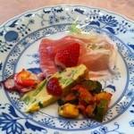 16799664 - 前菜、苺と生ハムが絶品