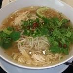PHO24 - 鶏肉のPHO香草付き + 麺大盛り