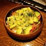 16805110 - アボガドとトマトのサラダ。
