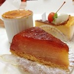 フランス菓子 スリジェ - 冬といえば、 スリジェのタルトタタン。  自然な林檎色の向かう側から光が。美しいです  全体的な甘味は控えめなので、リンゴの旨味が引き立ってて好きな味。