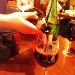 16812017 - テーブルでワインを注いでくれますが・・・