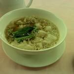 赤坂 四川飯店 - スープ餃子です。あっさりしていて美味しいです。
