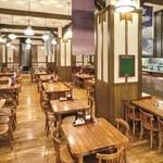 ビッグジョッキ - 広々とした店内で美味しい生ビールとお料理の数々をお愉しみください。