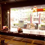 木村屋本店 - モダンな感じの縁側のお席