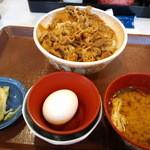 すき家 - 牛丼大盛りに お新香 生卵 味噌汁