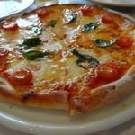 トラットリア・クオーレ - ランチCコース:モッツレラチーズ、トマト、バジルのピザ