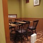寿修 - こちらはテーブル席です。