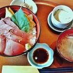 やま文 - 料理写真:やま文@陸奥湊(八戸) 日替寿司ランチA・すいとん
