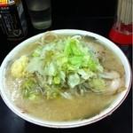 ラーメン二郎 - 大ラーメン豚入りニンニクヤサイアブラ