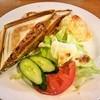 ベーカリーカフェ マルコポーロ  - 料理写真:ホットサンドカルッオーネ ・600円