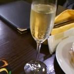 トラットリア ピッツェリア アミーチ - スパークリングワイン