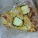 タルイベーカリー - ズッキーニのピザパン オリーブオイルのお味が効いてます