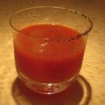 バー ブラン - 濃厚な鷹栖町のトマトと2種類の塩を使ったブラッティーメアリー