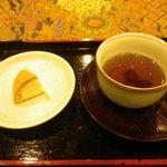 16832501 - 試食の和菓子とお茶