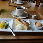 16832742 - ケーキセット☆チーズケーキが美味しかったです