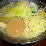 伝丸 - 野菜塩バターラーメン 麺&汁アップ
