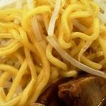豪ーめん - 醤油豪ーめん 麺アップ
