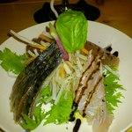 フュージョンバル ペス - ひとりだったからハーフにしてもらったお野菜たっぷりの『鮮魚のカルパッチョ』