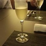 16838135 - 6名で新年会 スパークリングで乾杯 一本目はクレマンを選択