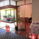 淡路 - ホテルお2階、淡路さん。