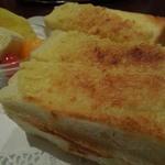 明日香 - これが姫路名物アーモンドトーストだ!