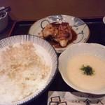 金八 - 焼き魚麦とろ定食.JPG