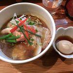 まるめん堂 - 季節限定麺、北のめぐみ(900円)+味付玉子(100円)でございます。