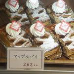 アコット - アップルパイ 262円