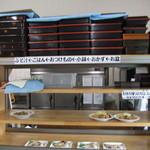 魚忠食堂 - おかずの棚