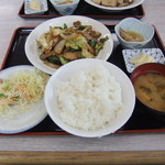魚忠食堂 - 私のチョイスは肉野菜炒め