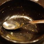 橙~オレンジ - スパイス醤油らぁめん(780円) ついつい完食してしまうスープの完成度。