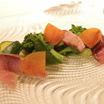 氷見産天然鰤のベルガモット風味と自家製カラスミ 菜の花と色々な緑野菜