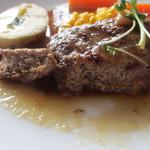 naru - ハンバーグには肉汁にうまみがギュっと凝縮されてふっくらジューシーな仕上がりでとっても美味しいハンバーグですよ。