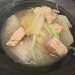 おんじき家ふうど - 2品目はサーモンと白菜の柚子煮!贅沢なランチやで!