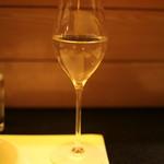 大塚はなおか - 日本酒をワイングラスで、良いですね