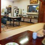糸島食堂 バイキング&カフェ ほもり - 座敷席から見た店内の様子