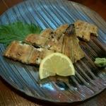 いし井 - 徳島産活けウナギ白焼き。山葵とレモンであっさり。