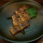 いし井 - 徳島産活けウナギかば焼き・半身。皮もパリッと美味しい。